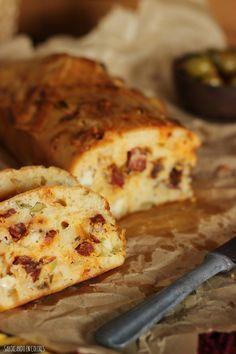 pan-de-chorizo, aceitunas,tomates secos y queso manchego