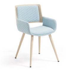 Chaise avec accoudoirs Angie bleu clair - Kave Home Outdoor Chairs, Dining Chairs, Outdoor Decor, Funky Furniture, Outdoor Furniture, Wood Arm Chair, Blue Fabric, Home Office, Armchair