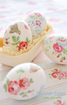 Amazing Flower Easter Egg Crafts, Printable Easter Egg Decorating, DIY Holiday Craft Ideas #2014 #flower #easter #eggs #decorating www.foodideasrecipes.com