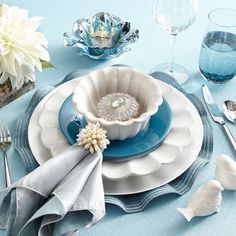 Many Ideas, Unique Holiday Dinnerware & Place Settings ǀ Pier 1 Imports Elegant Table Settings, Beautiful Table Settings, Table Turquoise, Holiday Dinnerware, Brunch Places, Elegant Dining, Deco Table, Decoration Table, Dinner Table