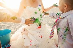 10th anniversary: Family Trash the Dress