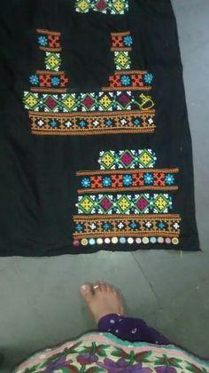 Embroidery On Kurtis, Kurti Embroidery Design, Embroidery Neck Designs, Hand Embroidery Stitches, Neckline Designs, Kurti Neck Designs, Kutch Work Designs, Dress Design Sketches, Indian Jewellery Design