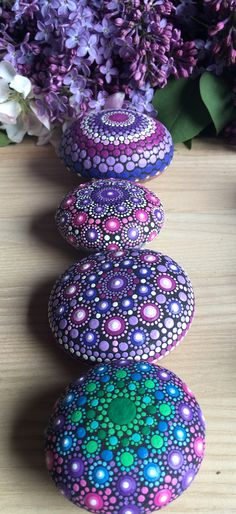 I paint colorful stones and canvas, made with love! Dot Painting, Stone Painting, Ornament Wreath, Ornaments, Mandala Rocks, Mandala Print, Different Tones, Mini Canvas, Painted Stones