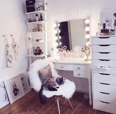 This is a Bedroom Interior Design Ideas. House is a private bedroom and is usually hidden from our guests. However, it is important to her, not only for comfort but also style. Much of our bedroom … Tumblr Bedroom, Tumblr Rooms, Tumblr Room Decor, Teen Room Tumblr, Bedroom Ideas For Teen Girls Tumblr, Sala Glam, Vanity Room, Closet Vanity, Closet Wall