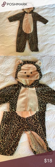 Cute Cheetah/Cat Costume!! Super Soft! Rad cheetah cat costume! Zips up the front and has snap closures for easy diaper access! Has a with cat face and ears! Even has a tail!! By Gap. 12-18 Months GAP Costumes Halloween
