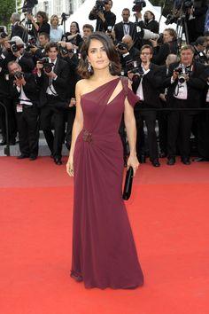 Salma Hayek in Gucci #redcarpet #couture #design #perfectlyfitted #oneshoulder