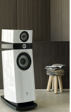 Focal Utopia 3 Scala Evo in Carrara White. It has the new mid driver with NIC motor and TMD suspension, biamping option and the new wiring.