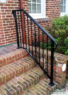 Crazy outdoor stair railing metal to refresh your home Porch Step Railing, Wrought Iron Porch Railings, Porch Handrails, Exterior Stair Railing, Outdoor Stair Railing, Patio Stairs, Wrought Iron Stair Railing, Front Stairs, Railing Ideas
