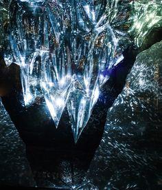 Light fragments - Chapter 2: QUARTZ An Audio visual installation by Joanie Lemercier and Kyle McDonald. Art Director: Joanie Lemercier Technical designer and developer: Kyle McDonald Sound designer: Thomas Vaquie Producer: Julia Kaganskiy Client: Barneys New York