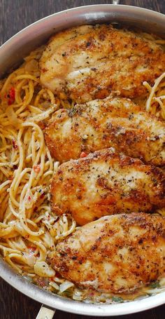 Chicken Pasta In Creamy White Wine Parmesan Cheese Sauce By cookingclassy.us Chicken Pasta in Creamy White Wine Parmesan Cheese Sauce will r. Easy Dinner Recipes, New Recipes, Easy Meals, Cooking Recipes, Healthy Recipes, Cooking Tips, Italian Food Recipes, Recipies, Popular Recipes