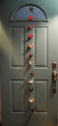 40 examples of origami crane decoration - Making Furniture yourself DIY Origami Star Paper, Origami Stars, Origami Cranes, Creative Crafts, Diy And Crafts, Paper Crafts, Hanging Origami, Origami Wedding, Cool Doors