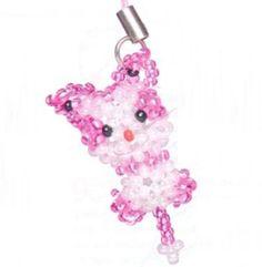 Мастер класс по плетению котика из бисера...Материалы:..1 Леска для бисероплетения длиной 2,1 м...2 Бисер белого и розового цвета..3 Бисер красного (1 шт) и чёрного (2 шт) цветов..4 Крепление для брелока..Набираем на леску бисер в количе...