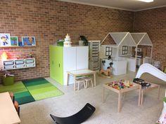 bright and simple play space Montessori Playroom, Preschool Rooms, Preschool At Home, Daycare Spaces, Home Daycare, Kids Church Rooms, Kids Room, Classroom Design, Classroom Decor