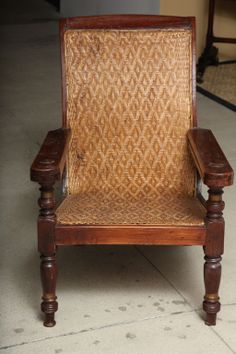 antique plantation chair in teakwood image 10 Plantation Homes, Colonial Chair, Tropical Home Decor, Cool Furniture, Antique Furniture, Furniture Ideas, Woodworking Books, Outdoor Garden Furniture, Tejidos