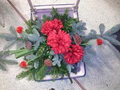 Stroik z kwiatów sztucznych - czerwony