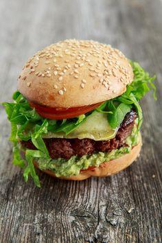 Hickory Smoked Burger mit Hummus von dicken Bohnen und Bärlauch | HighFoodality - Rezepte mit Bild