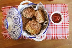 Chiftele de pui cu quinoa - coapte la cuptor - Ama Nicolae Ketchup, Quinoa, Muffin, Breakfast, Recipes, Food, Morning Coffee, Essen, Muffins