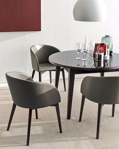 """Instagram media by shopbertoliarredamenti - Bertoli tip of the day: """"Come scegliere la sedia giusta"""" 1. Una sedia/poltroncina dalla forma """"a conchiglia"""" è l'abbinamento ideale con un tavolo ovale o rotondo. Filo conduttore: linee sinuose ed accoglienti. Scopri di più su Shop.bertoliarredamenti.it #sedie #poltroncine #connubia #calligaris #arredarecongusto #design #comfort #shoponline"""