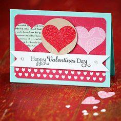 Ideas para crear tus propias tarjetas de San Valentín: corazones con glitter.