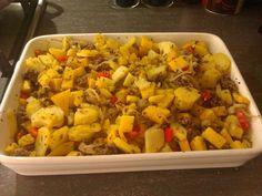 Een verrassende ovenschotel met een heerlijke smaak. Kohlrabi Recipes, Fried Rice, Low Carb Recipes, Macaroni And Cheese, Food And Drink, Meat, Chicken, Dinner, Ethnic Recipes