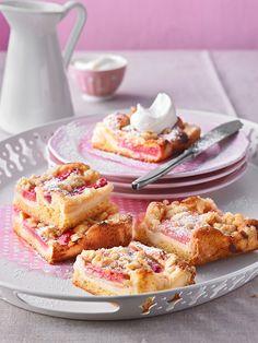 Rhabarberkuchen mit Quarkcreme und Streuseln, ein sehr leckeres Rezept mit Bild aus der Kategorie Kuchen. 419 Bewertungen: Ø 4,6. Tags: Backen, Frühling, Kuchen