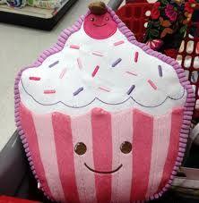Cupcake Pillow.  Google Image Result for http://4.bp.blogspot.com/-oT28XW9O06c/Twm2PB_wceI/AAAAAAAAEdo/MqjHJDq1kyg/s1600/003.JPG