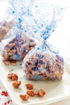 a few clear holiday bags of burnt sugar cinnamon almonds ready for gifting Candied Almonds, Cinnamon Almonds, Homemade Almond Roca Recipe, Burnt Sugar, Edible Gifts, Candy Recipes, Food Gifts, The Fresh, Holiday Bags