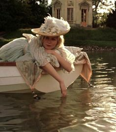 "suchaprettyworld: ""Kirsten Dunst in the title role of Marie Antoinette "" Marie Antoinette Movie, Kirsten Dunst Marie Antoinette, Marie Antoinette Costume, Vampire Academy, Sofia Coppola, Princess Aesthetic, Poses, Jane Austen, Dream Life"