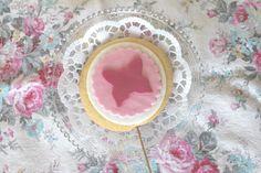 Hier ein Design für die Tauf-Keks-Lollis ... der Schmetterling ist das zentrale Motiv der Taufe. Die Lollis wurden als kleines Dankeschön für jeden Gast dekoriert #silkeskoestlichkeiten #taufe #schmetterling