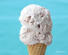 Making ice cream at home can be a challenge, but don't be intimidated! This Cherry Cheesecake Ice Cream delivers scoop shop-quality cones every time. Cheesecake Ice Cream, Ice Cream Desserts, Frozen Desserts, Ice Cream Recipes, Frozen Treats, Homemade Desserts, Delicious Desserts, Dessert Recipes, Yummy Food