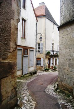 Flavigny Sur Ozerain (I think) Places Around The World, Around The Worlds, Burgundy France, Roads And Streets, Beaux Villages, Beautiful Places, Places To Visit, Stairs, Explore