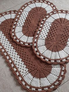 Free, Easy Crochet Sweater Pattern - A Cardigan Made from 2 Hexagons Crochet Doily Rug, Crochet Placemats, Crochet Rug Patterns, Crochet Table Runner, Crochet Cushions, Crochet Doily Patterns, Granny Square Crochet Pattern, Crochet Home, Knit Or Crochet