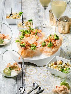 Kroepoek met garnaaltjes en rucolamayonaise Tapas, Celerie Rave, Healthy Slow Cooker, Snacks Für Party, Happy Foods, Buffet, Appetisers, Fish Dishes, Food Plating
