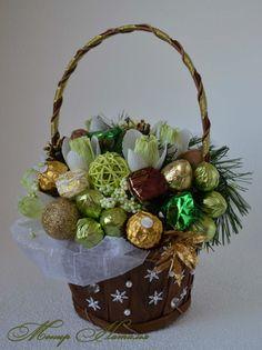 Gallery.ru / Новогодняя корзина из конфет с подснежниками - Новый год - monier