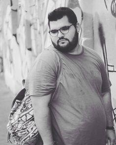 Big Men Fashion, Mens Fashion Week, Look Fashion, Big Guys, Cute Guys, Sweat Shirt, Chubby Men, Plus Size Fashion Tips, Plus Size Men