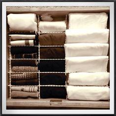 あれもこれも使える!100均の洋服収納でクローゼット変身術 | RoomClip mag | 暮らしとインテリアのwebマガジン