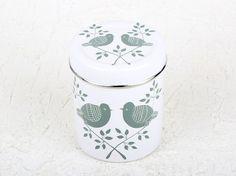 Bote con tapa de acero decorado artesanalmente con motivos florales. Una manera muy divertida y alegre de almacenar el té o café.