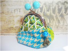 """porte-monnaie retro- trousse fermoir métallique pour femme- bourse turquoise et verte- motifs graphiques: """"Mon crok'monnaie graphique"""" de la boutique MissMonin sur Etsy"""
