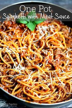 One Pot Spaghetti with Meat Sauce - the perfect simple weeknight meal using only.- One Pot Spaghetti with Meat Sauce – the perfect simple weeknight meal using only ONE pot! Best Spaghetti Recipe, One Pot Spaghetti, Spaghetti Meat Sauce, Spaghetti Dinner, Spaghetti Recipes, Pasta Recipes, Dinner Recipes, Cooking Recipes, Spaghetti With Ground Beef