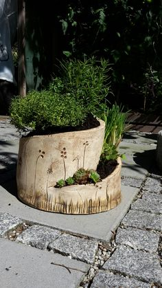 herb spiral - Farah's Secret World Hand Built Pottery, Slab Pottery, Ceramic Pottery, Ceramic Planters, Ceramic Vase, Planter Pots, Culture Bio, Herb Spiral, Pottery Supplies