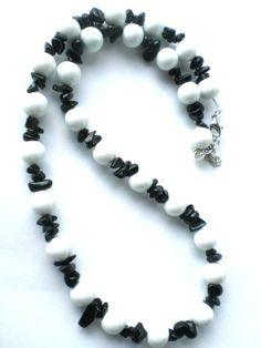 Diese wunderschöne schwarz-weiße Kette habe ich neu eingestellt bei Dawanda :-)