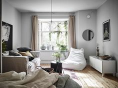 It's no secret that I love studio apartments. I love the cozy feeling and it's nice to see what people can create in a small space. This studio apartment is a wonderful combination of Scandinavian design with bohemian touches. Not extreme 'in your face' colorful bohemian, but very subtle with plants, fabrics and earth colours. …
