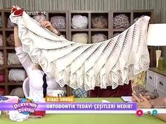 Mahi Karpinar shared a video Filet Crochet, Crochet Diagram, Crochet Poncho, Knitted Shawls, Crochet Scarves, Lace Knitting, Knitting Videos, Crochet Videos, Honeycomb Stitch