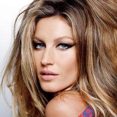 O contour migra do make para o cabelo em nova técnica que cria um jogo de luzes para realçar o formato de cada tipo de rosto (Foto: Karl Lagerfeld/Arquivo Vogue Brasil)