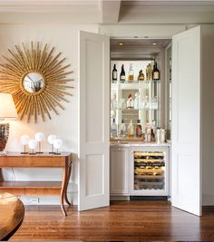 You'll be able to add worth to your private home or apartment and get additional enjoyment by including a house minibar. There are all kinds of offers. Traditional Family Rooms, Traditional House, Traditional Decor, Small Bars For Home, Closet Bar, Closet Ideas, Room Closet, Closet Space, Hidden Closet