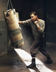 Leonardo DiCaprio Photos of his filmography, vintage and Black & white photos with Brief summary of his Career Muay Thai, Boxe Fitness, Boxe Fight, Leo Love, Fitness Photography, Action Poses, Boxing Workout, The Villain, Pose Reference