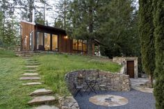 building stone walls and yard landscaping ideas