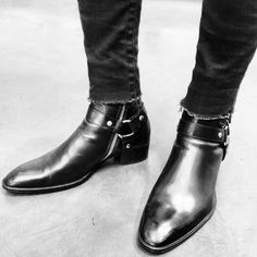 Black winklepickers.  I have been desperately looking for some boots like this that don't cost a million bucks.  (From the blog BING BANG NYC.)