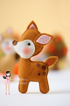 molde bambi More Felt Christmas Ornaments, Handmade Christmas, Christmas Crafts, Reindeer Craft, Reindeer Ornaments, Felt Diy, Felt Crafts, Felt Animal Patterns, Handmade Crafts