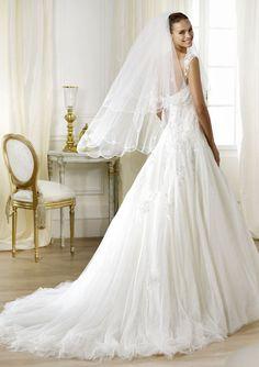 Pronovias Wedding Gowns : Leonela